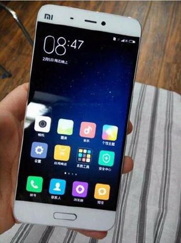 Xiaomi Mi5 на свежих фото в белом цвете