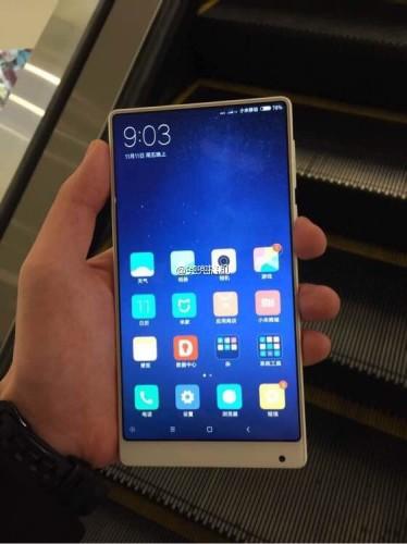 Xiaomi Mi MIX: белый корпус и компактная версия